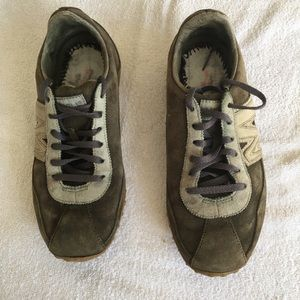 Merrell sage green suede athletic tennis shoes
